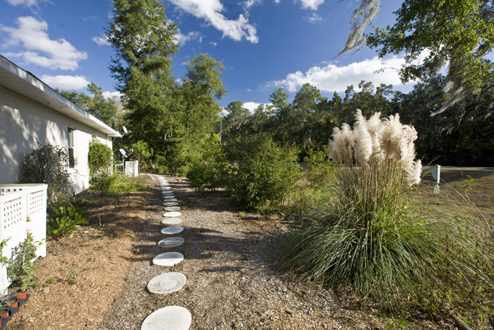 Florida home and yard. Home, house, stone pavers, walkway, yard, landscaping. UF/IFAS Photo: Tyler Jones.